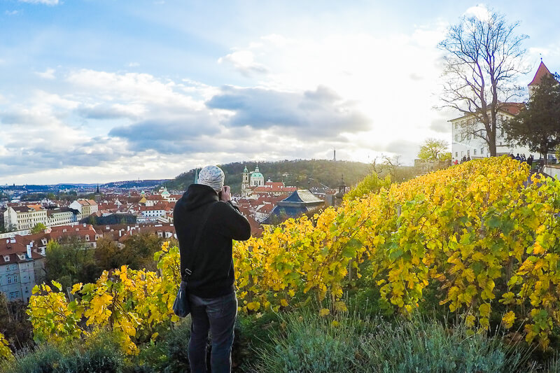travel-photography-tips-prague-castle-sunset-czech-republic