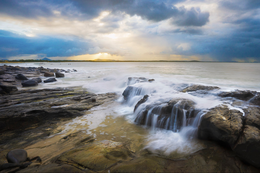 create more dramatic seascapes with exposure stacking - little cove noosa